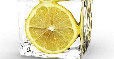 Кубики льда с лимонным соком