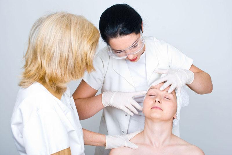 На осмотре у дерматолога