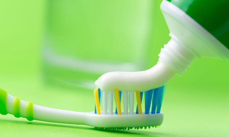 Белая зубная паста