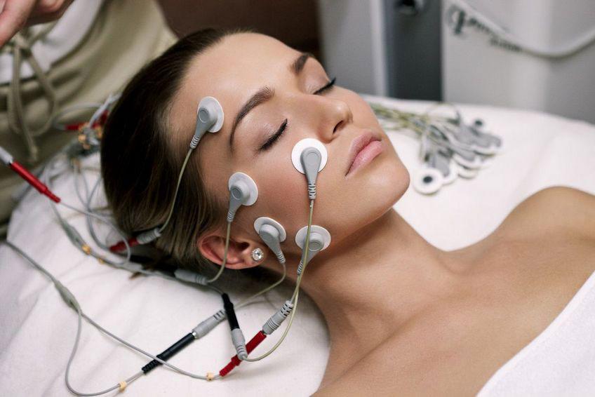 Процедура миостимуляции для лица