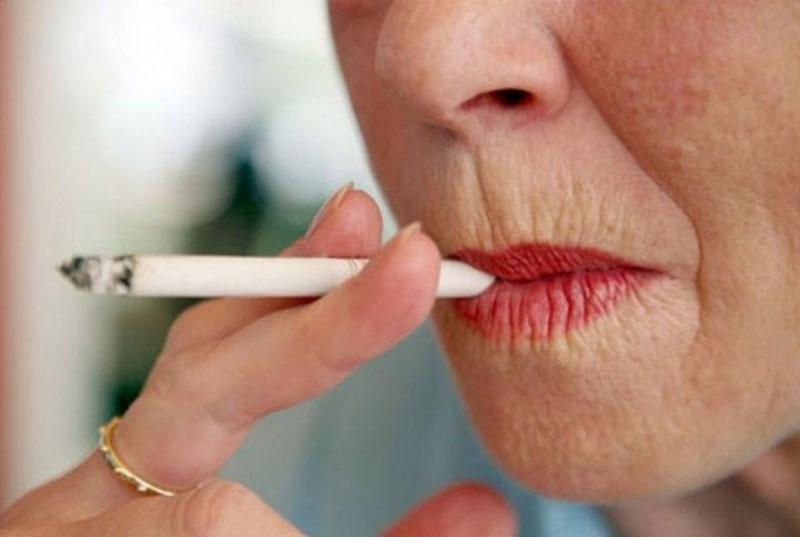 Женщина с сигаретой