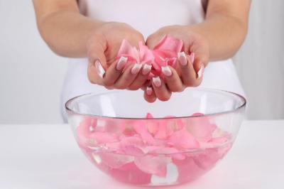 Розовая вода для приготовления крема