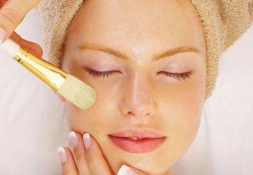 Нанесение маски для кожи лица