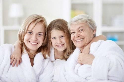 Мама, бабушка и внучка