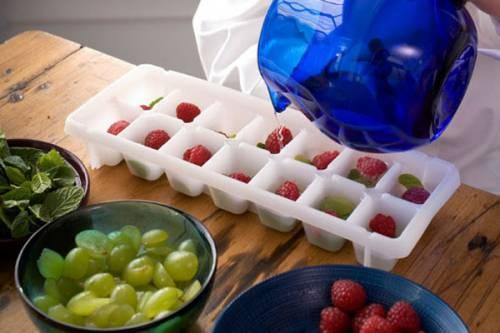 Приготовление косметического льда с фруктами