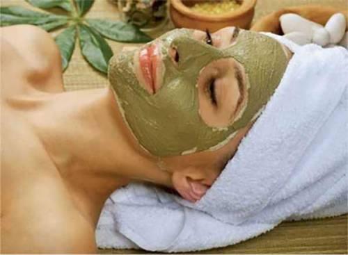 Маска для лица с зеленой глиной