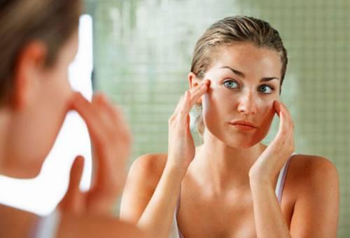 Наненсение крема на лицо