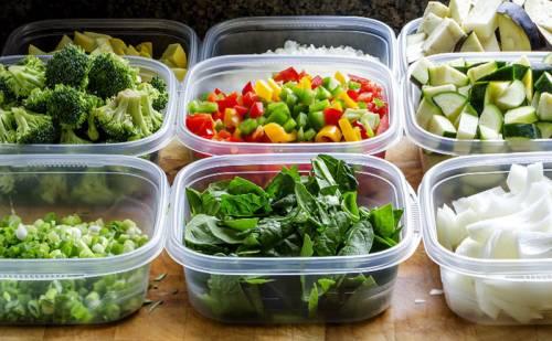 Порции овощей в контейнерах