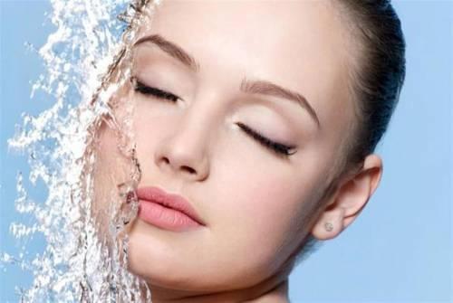 Ополаскивание лица водой