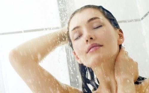 Мытье под душем