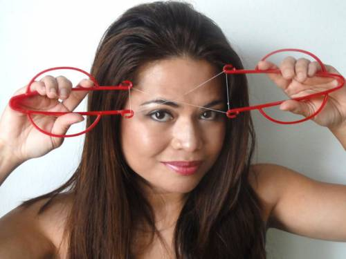 Удаление для волос на лице с помощью нити