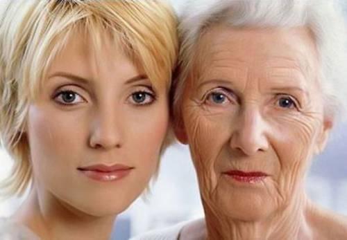 Молодая и пожилая женщина