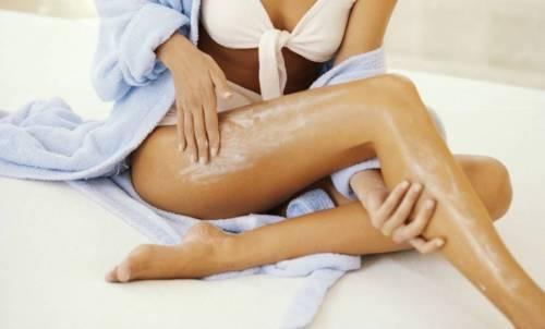 Нанесение лосьона на кожу