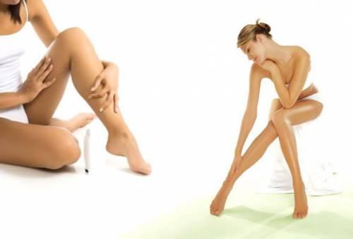 Нанесение крема на ноги