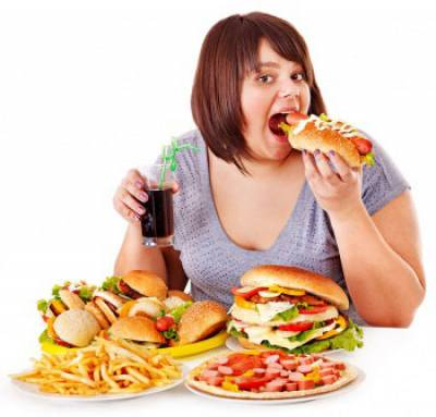 Употребление большого количества пищи