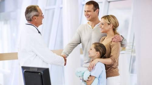 На приеме у врача с ребенком