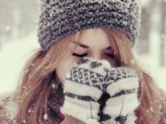 Девушка на улице зимой