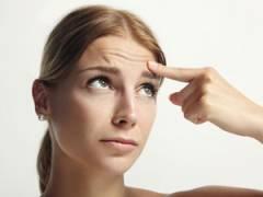 Девушка обнаружила мимические морщины на лице