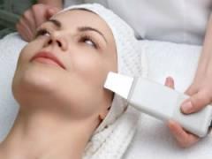 Сеанс ультразвуковой терапии лица
